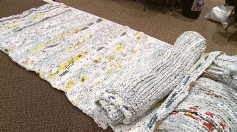 plastic bag mats bag make mats for homeless out of plastic grocery