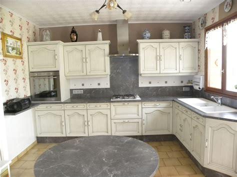cuisine et blanc cuisine blanc cassé patine grise gilles martel