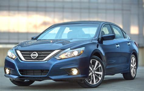 Fastest Midsize Sedan by Nissan S Popular Altima Midsize Sedan Returns For 2017