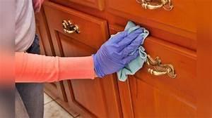 Nettoyer la poussiere sur les meubles et les objets 2 2 for Enlever la poussiere sur les meubles