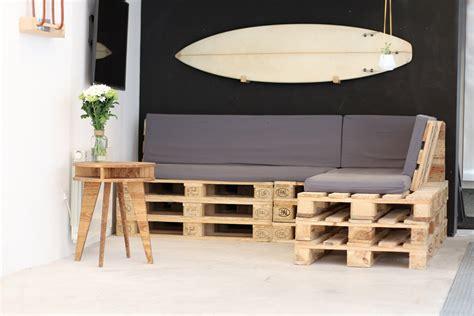 canapé en palette en bois fabriquer canapé d 39 angle en palette