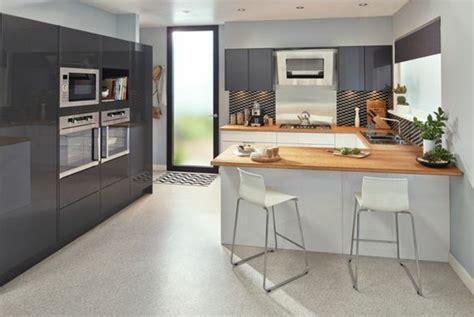 sol cuisine professionnelle couleur gris perle cuisine une cuisine grise lumineuse