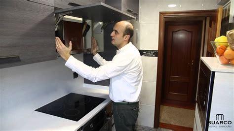 una cocina pequena moderna aprovechada al maximo