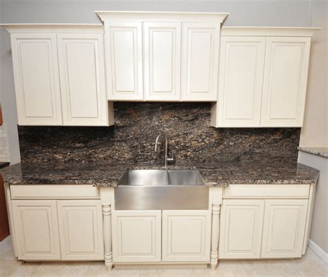 Granite Backsplash by Backsplash Ideas For Granite Kitchens And Bathrooms