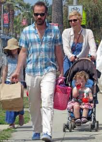 Maggie Gyllenhaal and Peter Sarsgaard enjoy day out with ...