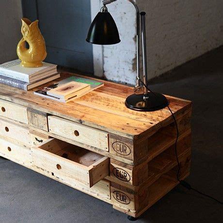 kleiner tisch aus paletten regal bzw kleiner tisch aus paletten kreatives wohnzimmer