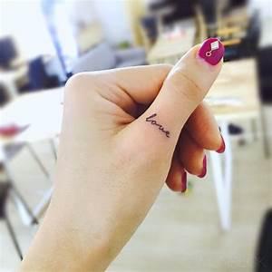 Finger Tattoo Herz : 50 eye catching finger tattoos that women just can 39 t say no to tattooblend ~ Frokenaadalensverden.com Haus und Dekorationen