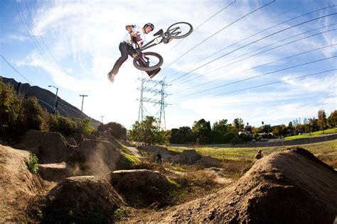 Conheça Mais Sobre O Bmx Dirt Jump  Até Onde Deu Pra Ir