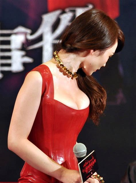 chinese model liu yan looked uncomfortable  super tight