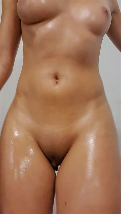 Instantfap Nude And Oiled Dance Show