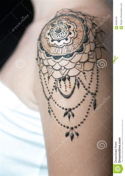 Tatouage Sur L épaule Tatouage De Henn 233 De Plan Rapproch 233 Sur L 233 Paule Du S De Femme Photo Stock Image Du