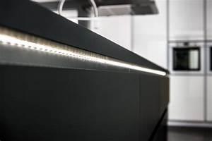 Led Lichtleiste Küche : individuelle beleuchtungskonzepte f r k chen schmidt k chen und wohnwelt in dresden ~ Whattoseeinmadrid.com Haus und Dekorationen