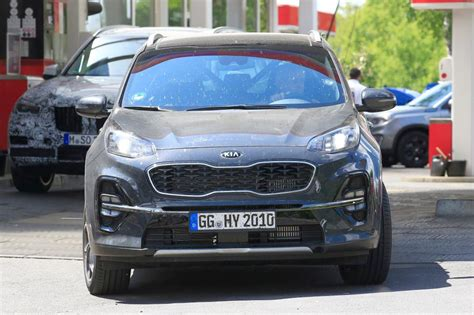 kia sportage facelift new 2018 kia sportage facelift spied pictures auto express