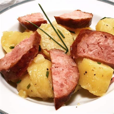 comment cuisiner la saucisse de morteau salade tiède de pommes de terre à la saucisse de morteau