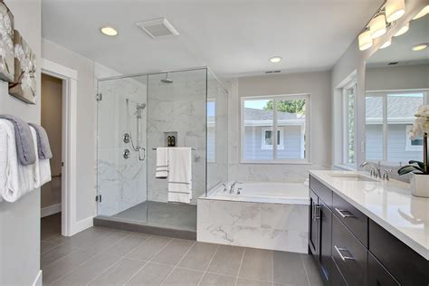Contemporary Master Bathroom With Undermount Sink