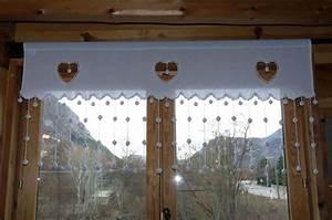 Rideaux Style Chalet : rideau pompons 3 coeurs horizontal ~ Teatrodelosmanantiales.com Idées de Décoration