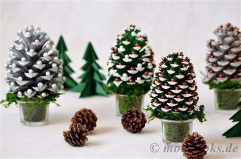Weihnachtlicher Kerzenhalter Tannenbaeumchen by Diy Weihnachtsdeko Wie Tannenzapfen Zu Tannenb 228 Umchen