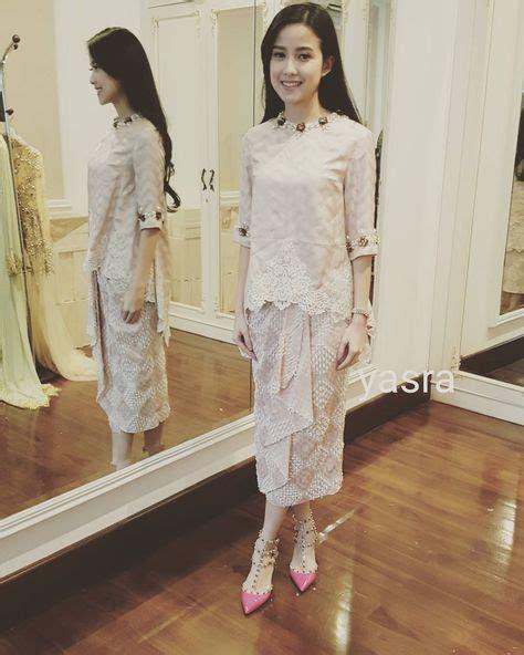 baju kurung  atyasrahayati fashion revolution kebaya