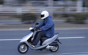 A Quel Age Peut On Conduire Une Moto 50cc : conduire un scooter 50cc moto plein phare ~ Medecine-chirurgie-esthetiques.com Avis de Voitures