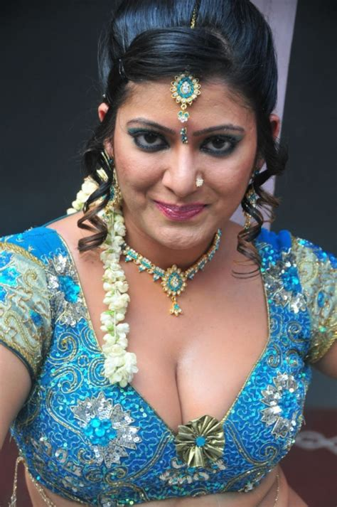 Taslima Sheik Hot Cleavage Show Pics Galleries