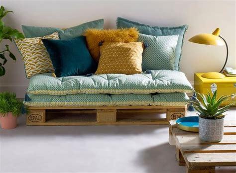 matelas pour canapé palette empiler des matelas déco pour un canapé d 39 appoint le