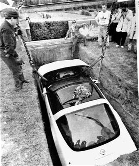 Pennsylvania man buried with his beloved Corvette – Bowie News
