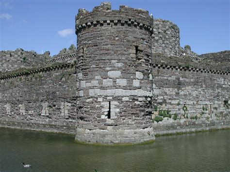 curtain wall castle beaumaris castle