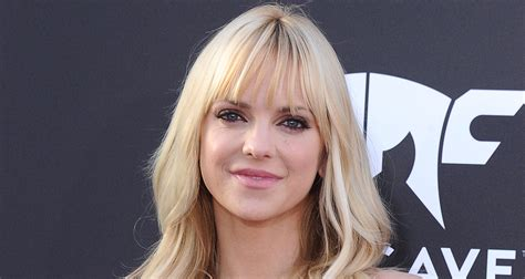 Anna Faris Reveals She Doesn Know Still Believes