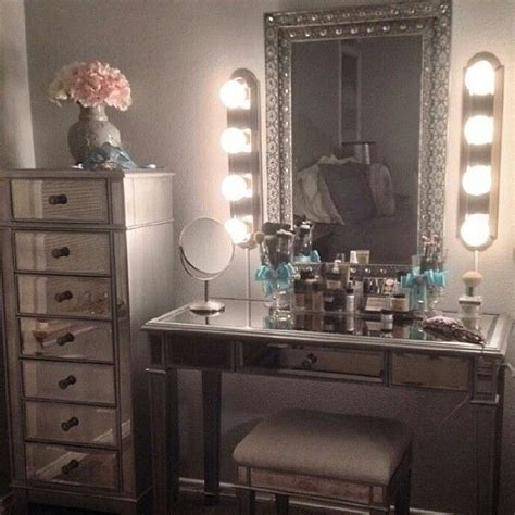vanities for bedrooms with lights 1000 ideas about old hollywood vanity on pinterest 20060 | 8140c9d3540fee587b07653326869b7e