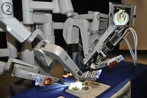 Peconic Bay's da Vinci Robot Visits Westhampton Beach High ...