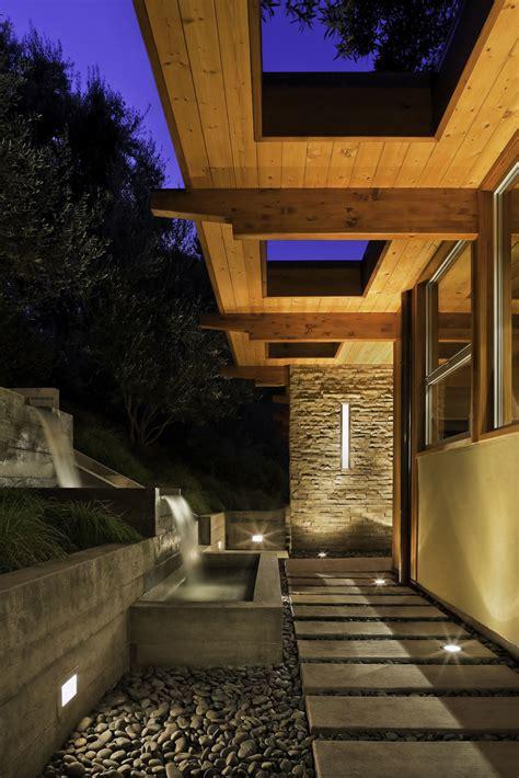 Mid Century Modern Living Room Waterfall Water Feature Pathway Lighting Mid Century Modern Home In Santa Barbara California