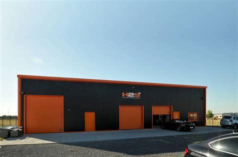 m駭age dans les bureaux solins de couleur orange bardage isolé anthracite un bâtiment métallique percutant en idf