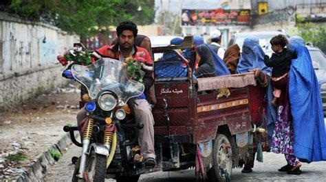 qui peut tenir un bureau de vote présidentielle afghane les électeurs défient les talibans