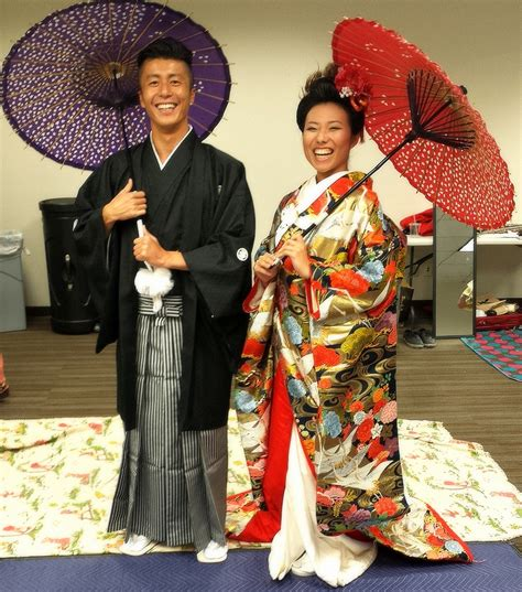 Cool couple - they seem like naturally happy Japanese too. Description from freakingnews.com. I ...
