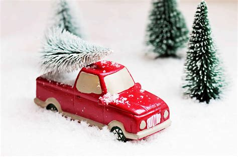 picture tree snow winter red car red toy