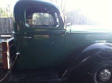 ford  ton flatbed ford trucks  sale