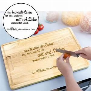 Schneidebrett Holz Mit Gravur : schneidebrett mit gravur oma kocht mit liebe mit wunschnamen ~ Markanthonyermac.com Haus und Dekorationen
