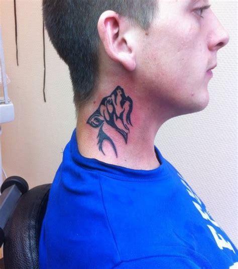 tatouage cou homme photo tatouage tribal sur le cou d un homme