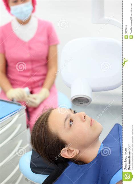 ray jaw prepares dentist shallow depth clinic dental focus field