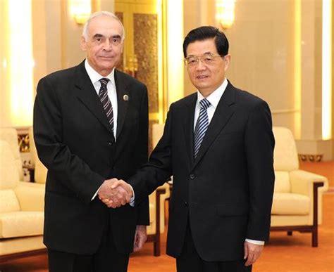 胡锦涛在人民大会堂会见埃及总统特使、外长阿姆鲁
