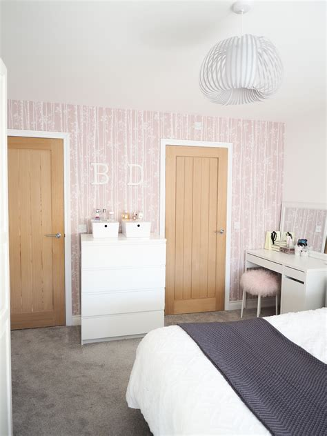 pink wallpaper for bedroom bedroom tour pink and grey bedroom decor bang on style 16758   pink and grey bedroom decor 29