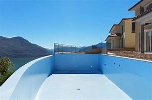 revetement piscine peinture carrelage liner comment With revetement piscine pierre naturelle