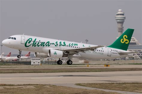 File:Airbus A320-214, Spring Airlines JP7704872.jpg - Wikimedia Commons