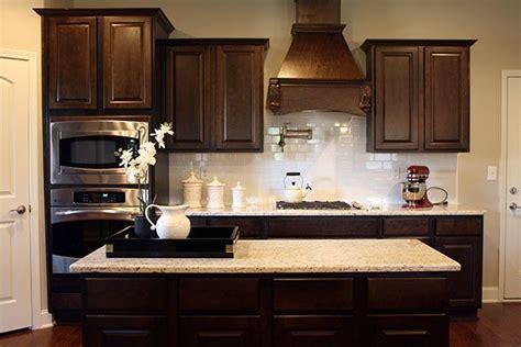 love   kitchen dark cabinets white subway
