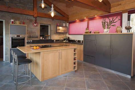 cuisine mi bois cuisine moderne lea espace cuisson en ilot central