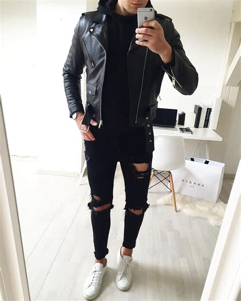 Leather jacket and black ripped jeans | Fashion goals | Pinterest | Black ripped jeans Jean ...