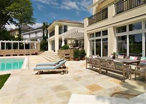 Sitzen im garten und terrasse mit naturstein von schubert for Terrasse naturstein