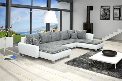 canape cuir beige salon moderne blanc