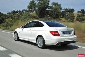 Mercedes Classe C Blanche : classe c coup retour en t te de peloton l 39 argus ~ Maxctalentgroup.com Avis de Voitures