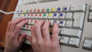 Lerne das 10 finger tippen kostenlos und auf spielerische art. 10-Finger-System lernen für Kinder: empfehlenswerte Online ...